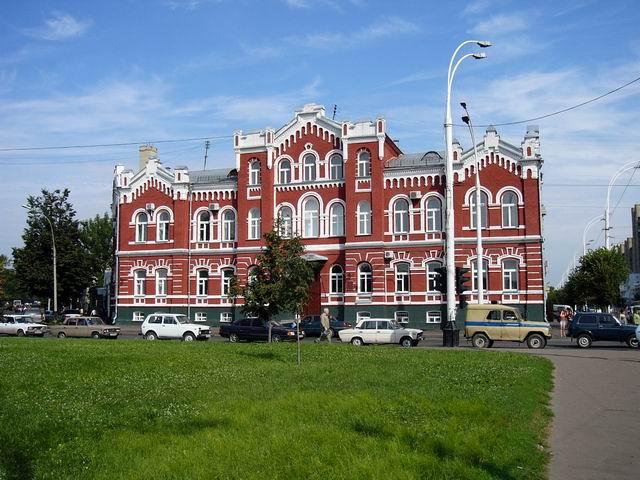 здание на пересечении улиц Советская и Московская, в годы войны здесь располагался госпиталь