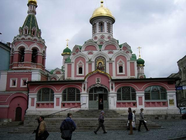 церковь рядом с историческим музеем