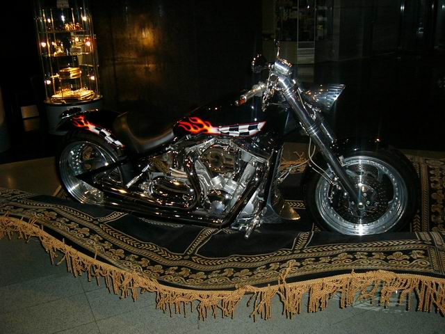 мотоцикл в фойе