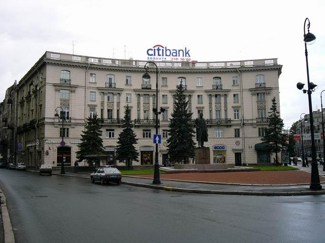 здание на пересечении Каменноостровского проспекта с Кронверкским проспектом, рядом со станцией метро Горьковская