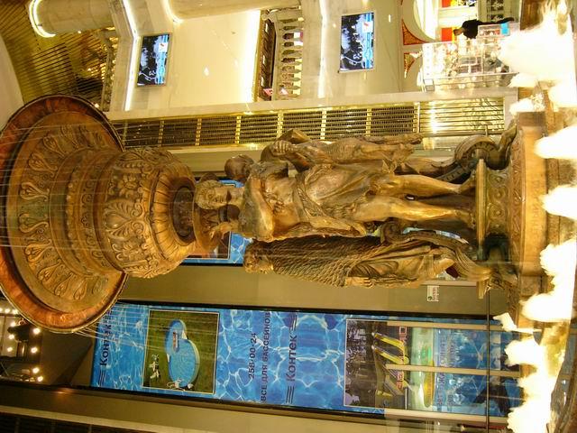 фонтан в подземном магазине