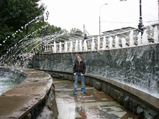 арка из водяных струй