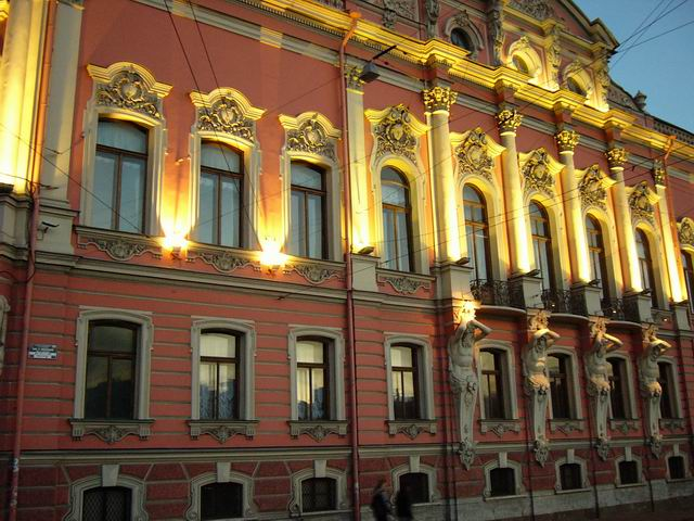 дворец Белосельских-Белозерских - вечерняя подсветка здания